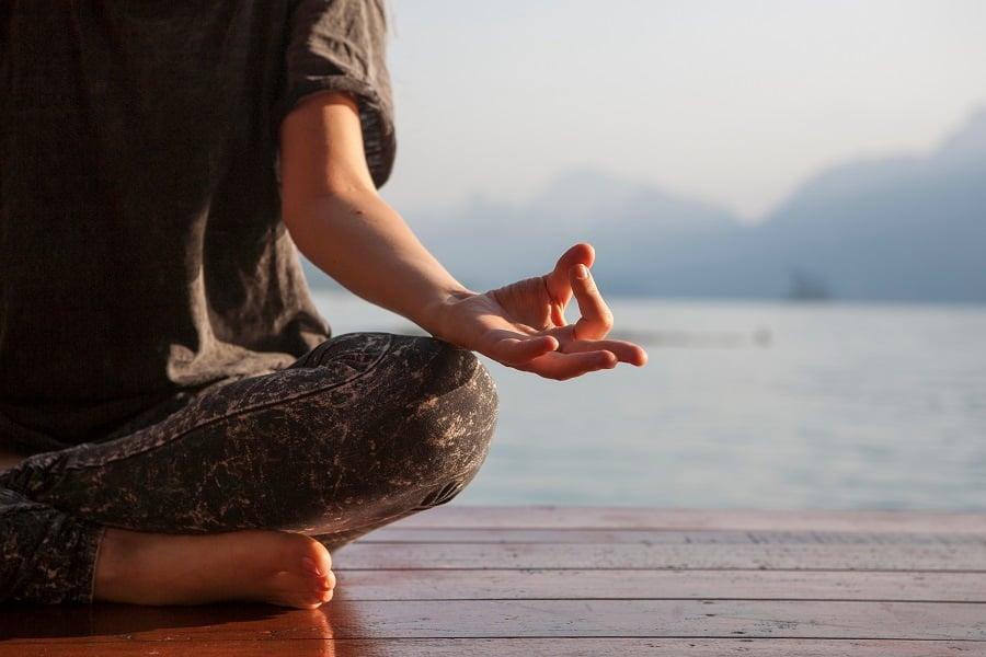 woman_yoga_900x600